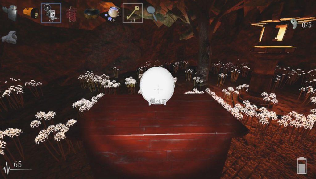 祭壇に鏡が置かれている